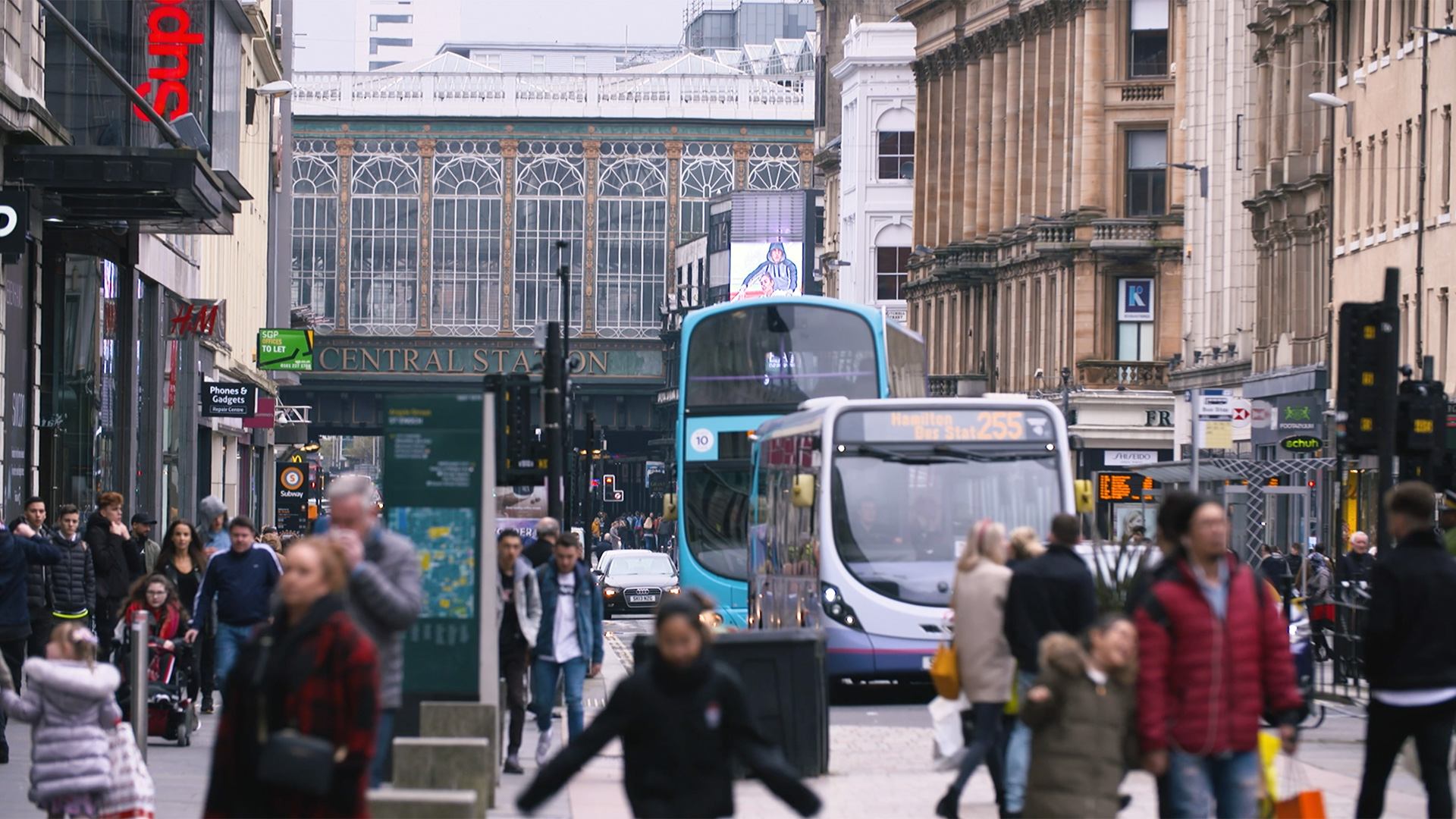 Argyll street, glasgow - busy with shoppers and traffic